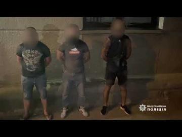 В Одесі правоохоронці затримали групу осіб за підозрою у розбійному нападі та вимаганні грошей